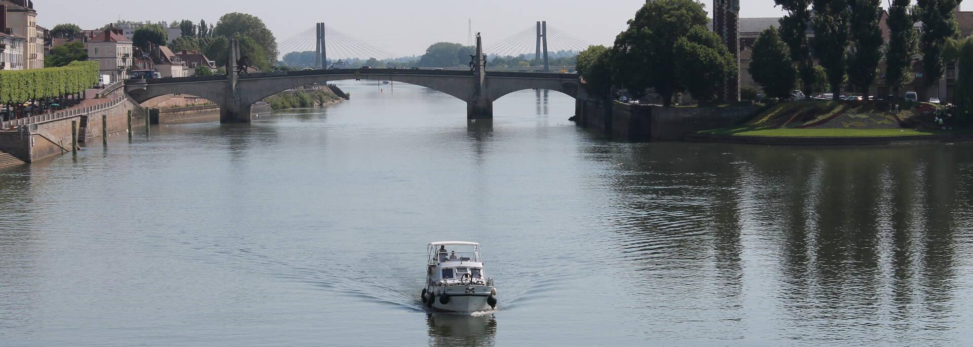 Promenade location bateau Chalon-sur-Saône - © Office de Tourisme