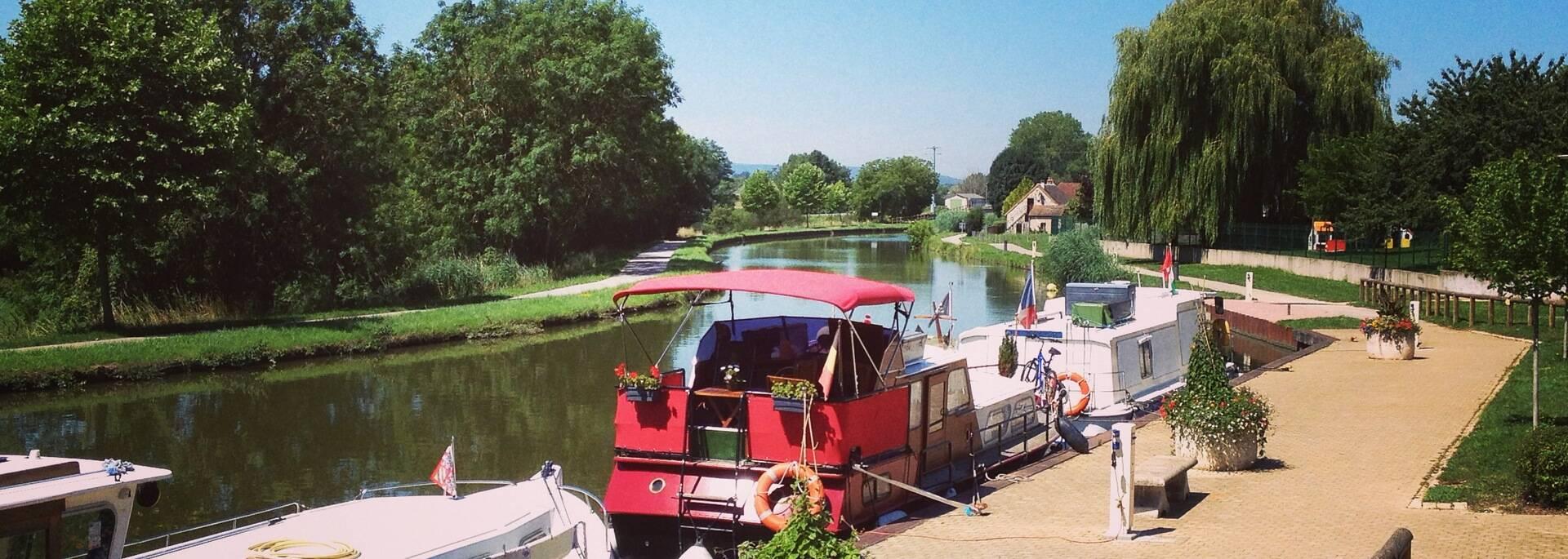 Canal du centre Entre Chalon sur Saône et Rully Halte nautique de Fragnes