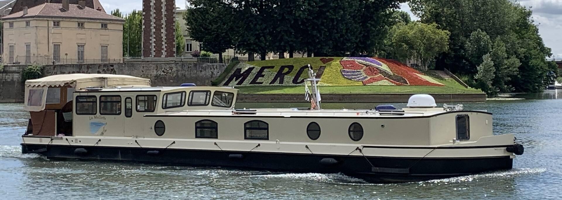 Navigation sur la Saône dans le centre de Chalon sur Saône, Tour du Doyenné