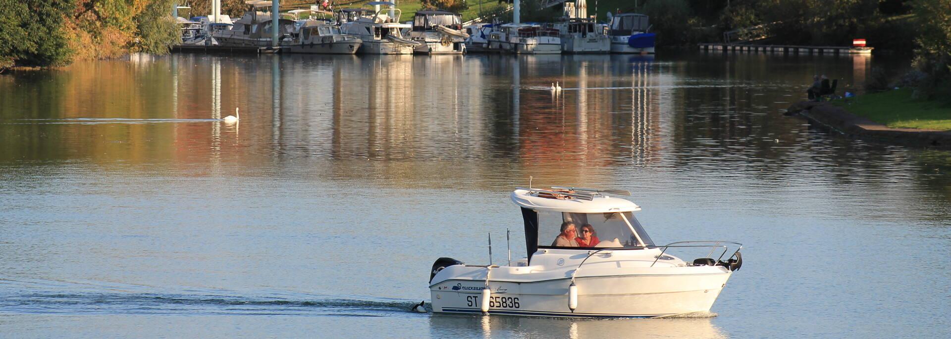 Navigation sur la Saône dans le centre de Chalon sur Saône