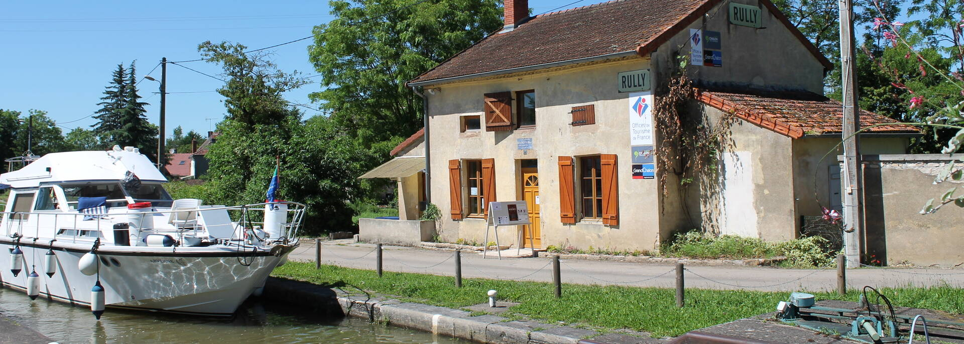 Navigation sur le Canal du Centre à Rully, Bureau d'information touristique