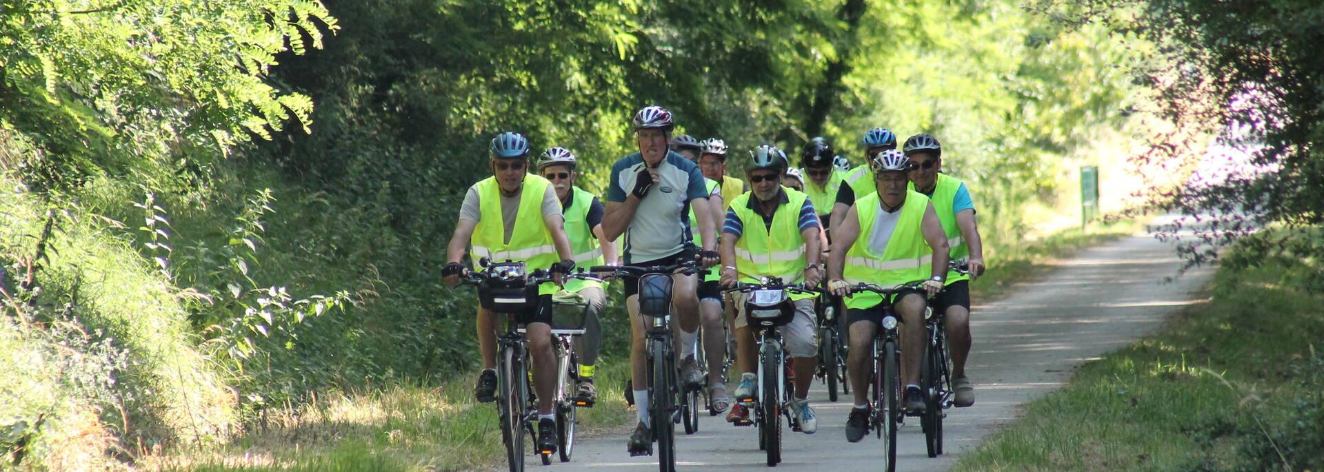 Sortie à vélo en groupe sur les voies vertes
