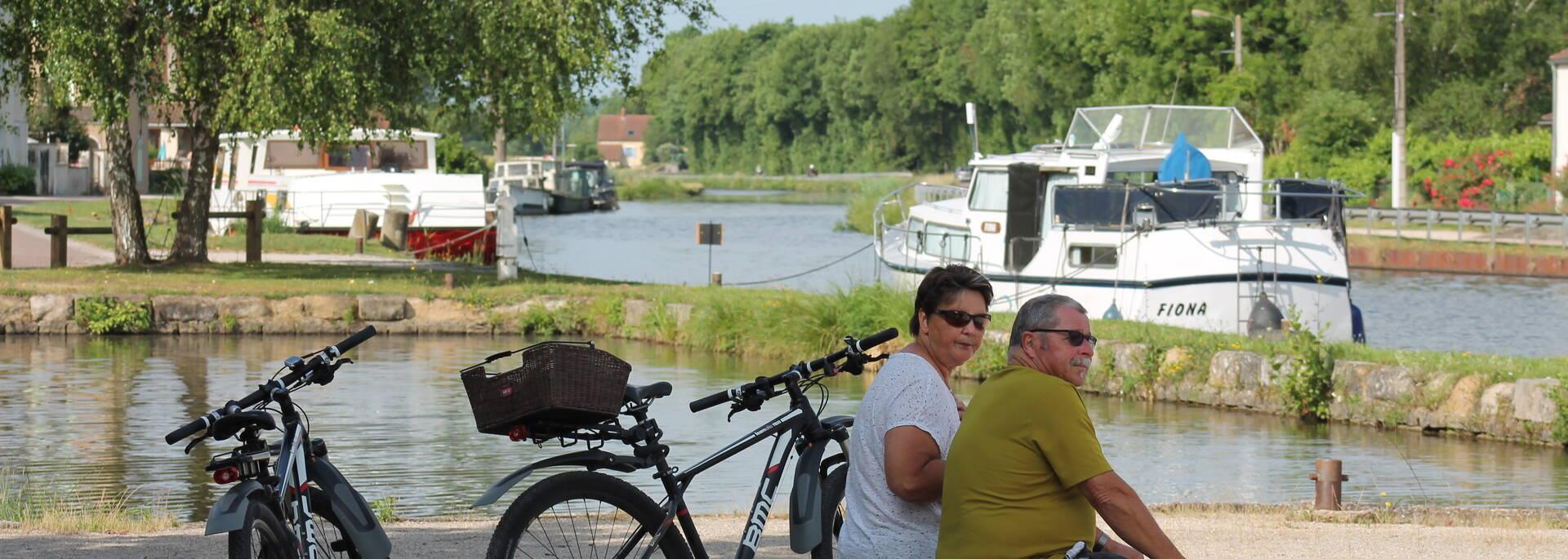 Port de Plaisance de Saint Léger sur Dheune, le long du Canal du Centre