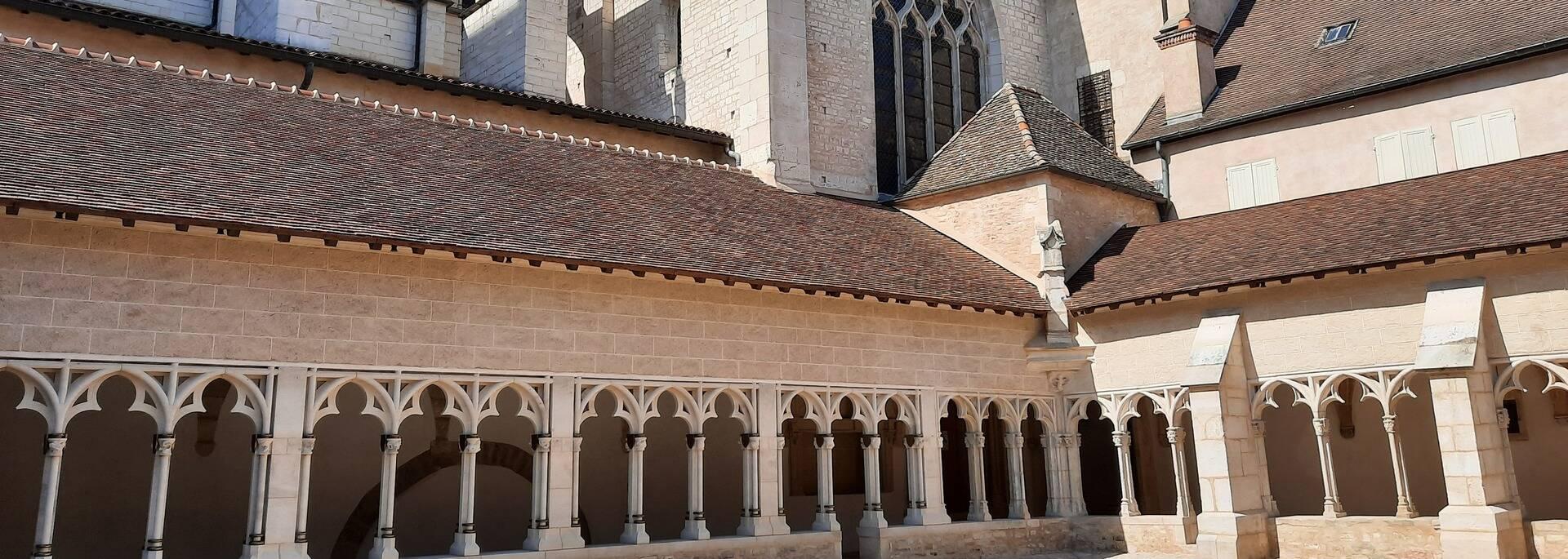 Cloître des Chanoines de la Cathédrale Saint Vincent Chalon sur Saône